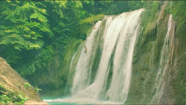 Donaire was born in Bohol which has waterfalls and is known as one of best diving spots in the world. The pic is a screen grab from Apl D'Ap's JUMP IN, a popular online video featuring Jessica Sanchez and the Phil ALL STARS.