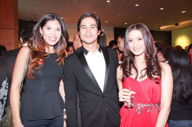 Piolo Pascual is flanked by hotties from left: Ginger Conejero and Maricar Reyes. The Moviemov: Italian Film Fest rolled out the red carpet at the Ayala Museum and GB3 cinema. Photo by Jude Bautista.