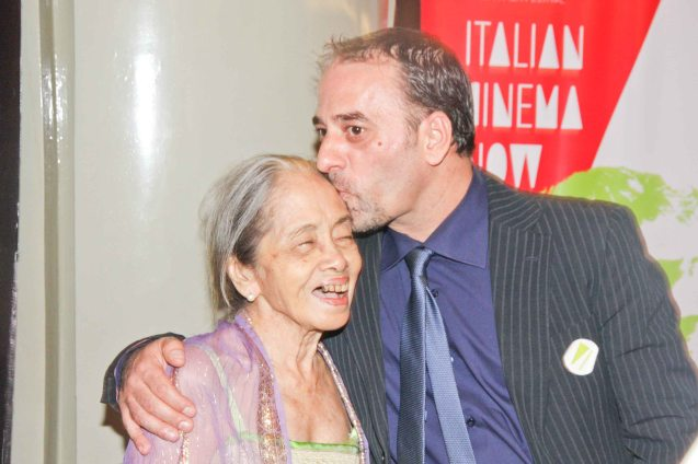 Salvatore Striano (Cesare Deve Morire) gives Natl Artist for Literature Virgie Moreno a kiss. The Moviemov: Italian Film Fest rolled out the red carpet at the Ayala Museum and GB3 cinema. Photo by Jude Bautista.