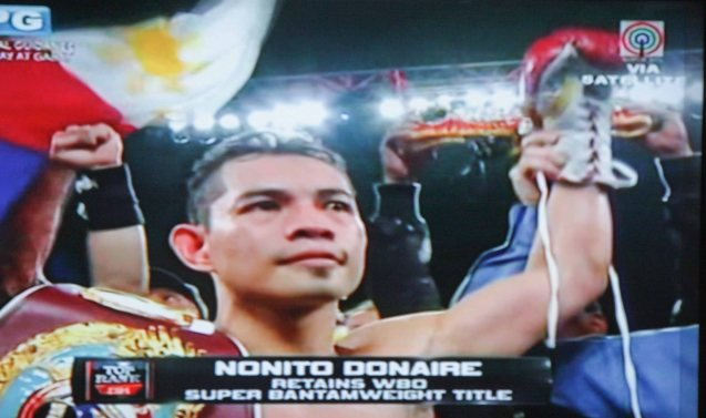 Nonito Donaire retains his WBO Super Bantam Title after his KO of Jorge Arce. Behind him with sunglasses is Fil-Am singer Apl D'Ap. The fight was held in Toyota Center in Houston Texas, Dec 16, 2012, Manila time.