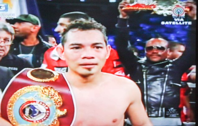 Nonito Donaire retains his WBO Feather Weight Title after his KO of Jorge Arce. Behind him with sunglasses is Fil-Am singer Apl D'Ap. The fight was held in Toyota Center in Houston Texas, Dec 16, 2012, Manila time.