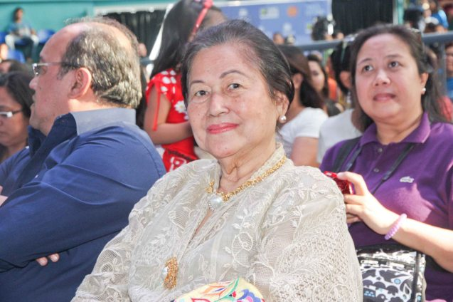 Center: former Senator Santanina Rasul with son Cheng (left) and daughter Amina (right) during fan's day in SM North EDSA. Photo by Jude Bautista