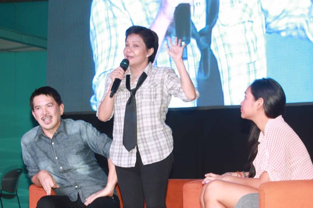 from left: MMFF Best Director Brillante Mendoza, Best Actress Nora Aunor and Mercedes Cabral. Photo was taken during fan's day in SM North EDSA. Photo by Jude Bautista