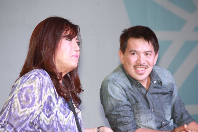 From left: Cast member Glenda Kennedy and MMFF Best Director Brillante Mendoza during fan's day in SM North EDSA. Photo by Jude Bautista