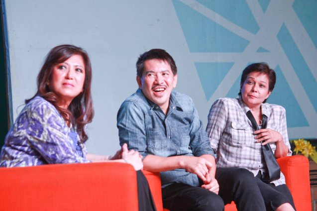 From left: Cast member Glenda Kennedy MMFF Best Director Brillante Mendoza and Best Actress Nora Aunor. Photo was taken during fan's day in SM North EDSA. Photo by Jude Bautista