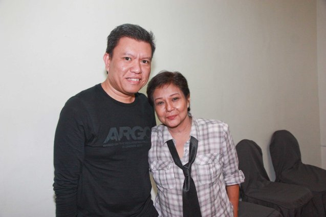 Warner Bros' Rico Gonzalez may be wearing an ARGO tshirt but he is a true fan of SUPERSTAR Nora Aunor. Photo was taken during fan's day in SM North EDSA. Photo by Jude Bautista