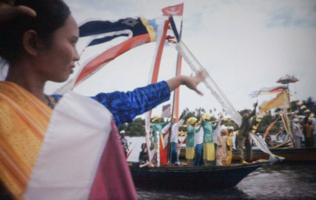 The pomp and pageantry of a Badjao wedding featured in Brillante Medoza's award winning film THY WOMB.