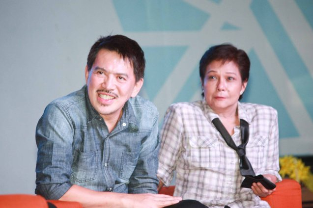 From left: MMFF Best Director Brillante Mendoza and Best Actress Nora Aunor. Photo was taken during fan's day in SM North EDSA. Photo by Jude Bautista