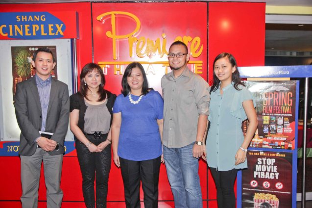 from left: ADMU Ricardo Leong Center Dir. Sidney Christopher Bata, Shangri-la Plaza Mktg. Div Head Marline Concio-Dualan, ADMU Editor and Publications Head Julie Javellana-Santos,  Confucius Inst. Coordinator Cris Gilbert Garcia and ADMU Ricardo Leong Center Coordinator Marianne Ho. Photo was taken during the press preview of PIANO IN A FACTORY. Catch it and many more Chinese films for free at the 7th Spring Film fest, which will be held from February 1-10, 2013 at the Shang Cineplex, Shang Plaza Mall.