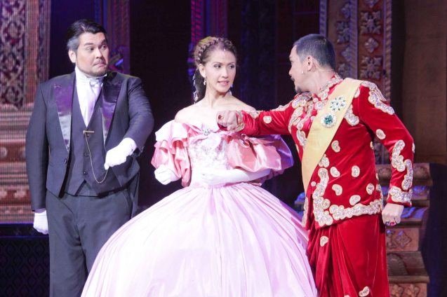 from left: Arnel Carreon (Edward Ramsay), Menchu Lauchengco-Yulo (Anna)  and Nonie Buencamino (King Mongkut). KING AND I is extended at the New Port Performing Arts Theater in Resort's World Manila until May 2013. Photo by Jude Bautista
