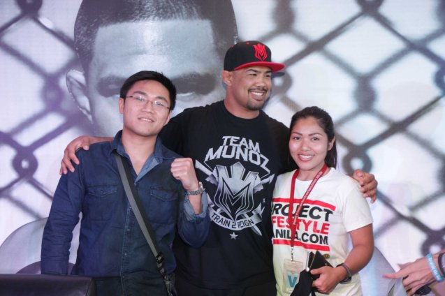 Mark 'The Filipino Wrecking Machine' Muñoz (with cap) with him are projectlifestyle.com peeps from left: Raymond Varilla and Jasmine Cuizon. Photo by Jude Bautista
