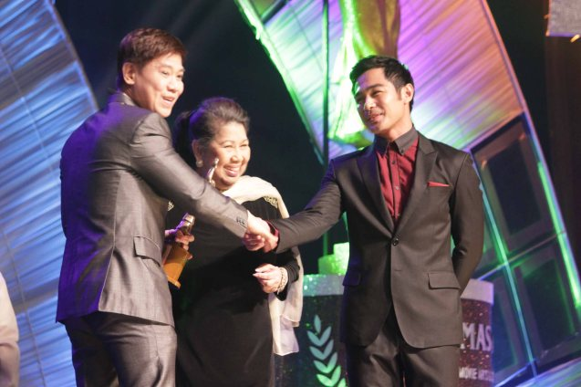 Butch Francisco receives the Dr. Jose Perez Memorial Award from Marichu Vera Perez Maceda and Benjamin Alves. Photo was taken at the 61st FAMAS, April 21, 2013 AFP Theater. Photo by Jude Bautista