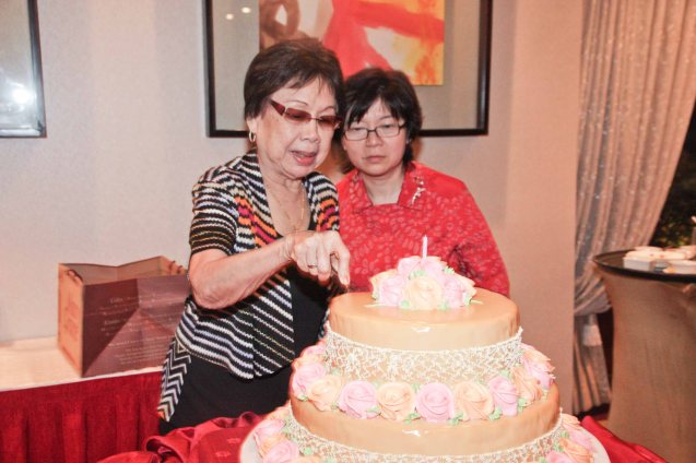 Tita Lily cuts her cake with Maggie Yum at Summer Palace in EDSA Shangri La Hotel last December 9, 2012. Photo by Jude Bautista