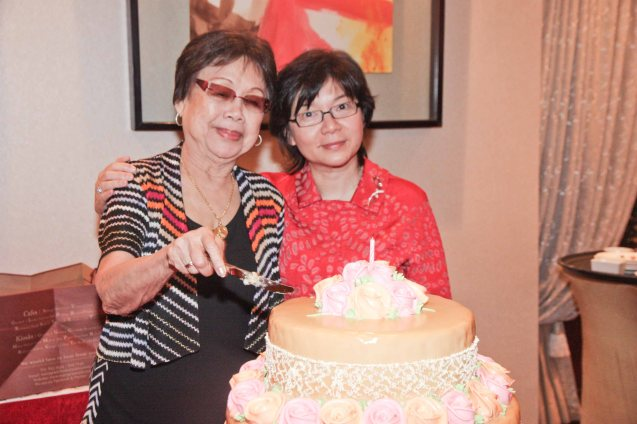 (right) Maggie Yum's birthday bash was one of the happiest I've seen my aunt Lily (left) at Summer Palace in EDSA Shangri La Hotel. Photo by Jude Bautista