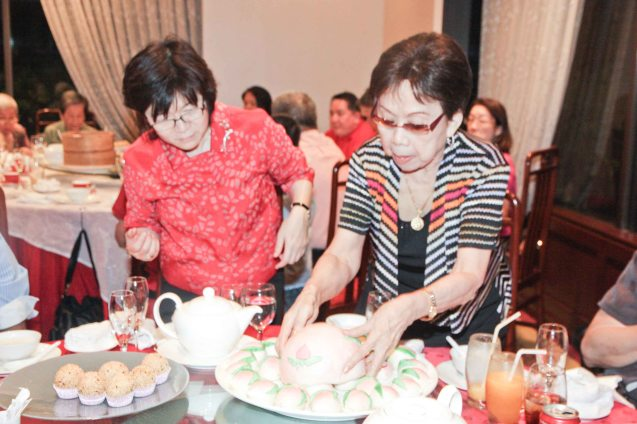 Steamed Birthday bun; the big bun in the center contains the smaller buns inside at Summer Palace in EDSA Shangri La Hotel. Tita Lily (right) was such a foodie, she was in high spirits in the birthday bash thrown by Maggie Yum (left) last December 9, 2012 at EDSA Shang Hotel. Photo by Jude Bautista