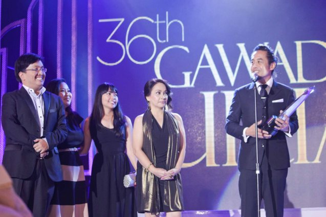 from right: Benito Bautista wins Best Documentary for HARANA with him are Chona Aguilar, Emma Francisco, Voyage Studios' Babyruth Villarama-Gutierrez and Chuck Gutierrez. Pic was taken during 36th URIAN awards night at the NBC tent last June 18, 2013. Photo by Jude Bautista