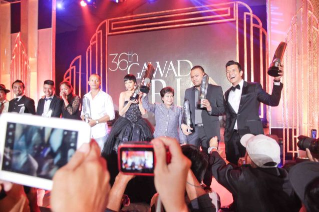 from right: Best Actor-Jericho Rosales (ALAGWA), Best Director- Adolf Alix Jr. (KALAYAAN), Best Actress- Nora Aunor (THY WOMB), Best Supporting Actress- Alessandra De Rossi (BAYBAYIN), Best Supporting Actor- Art Acuña (POSAS) Best Cinematographer Sasha Palomares and Whammy Alcazaren (COLOSSAL) and Best Documentary- Benito Bautista (HARANA). Pic was taken during 36th URIAN awards night at the NBC tent last June 18, 2013. Photo by Jude Bautista