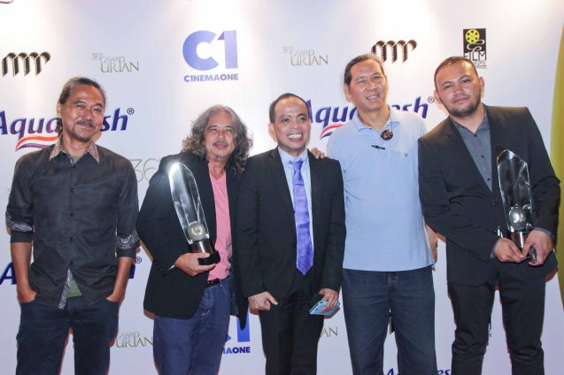 from right: Best Director- Adolf Alix Jr. (KALAYAAN), Silent Film Festival Dir. Teddy Co, Head of Cinema One and Velvet Ronald Arguelles, Best Film awardee Arnel Mardoquio and Perry Dizon both of ANG PAGLALAKBAY NG MGA BITUIN SA GABING MADILIM. Pic was taken during 36th URIAN awards night at the NBC tent last June 18, 2013. Photo by Jude Bautista