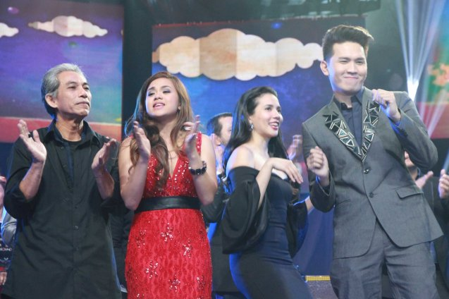 from right: Myrus Apacible SANA PINATAY MO NA LANG AKO, Karylle, Lara Maigue SAYO NA LANG AKO and Joey Ayala PAPEL. Catch the PHILPOP 2013 finalists on their mall tour in EASTWOOD Central Plaza (Aug 9), LUCKY CHINATOWN Atrium (Aug 17) and VENICE PIAZZA at McKinley Hill (Aug 18). Photo by Jude Bautista
