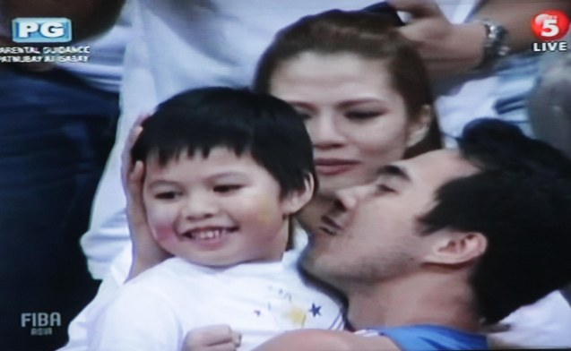 Larry Fonacier kisses his family after the win. Watch SMART Gila vs IRAN tonight at the MOA Arena tonight or on TV5 at 830pm.