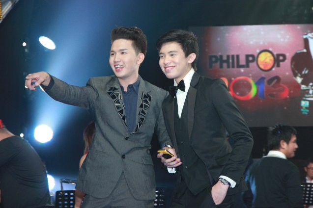 from left: Songwriter Myrus Apacible (SANA PINATAY MO NA LANG AKO) with interpreter and YouTube sensation Kimpoy Feliciano. Catch the PHILPOP 2013 finalists on their mall tour in EASTWOOD Central Plaza (Aug 9), LUCKY CHINATOWN Atrium (Aug 17) and VENICE PIAZZA at McKinley Hill (Aug 18). Photo by Jude Bautista