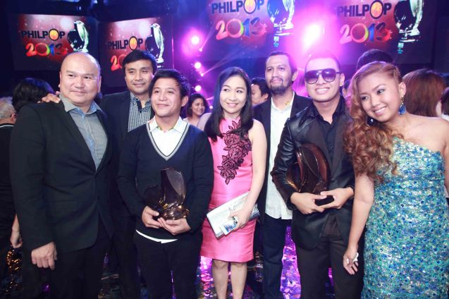 from right: Grand Prize winners Yumi Lacsamana, Thyro Alfaro (DATI), 1st Runner Up Johnoy Danao (KUNG DI MAN) Universal Records General Mgr Kathleen Go, Ney Dimaculangan, Universal Records Producer Ito Rapadas and Unicap Managing Dir George Go. Catch the PHILPOP 2013 finalists on their mall tour in EASTWOOD Central Plaza (Aug 9), LUCKY CHINATOWN Atrium (Aug 17) and VENICE PIAZZA at McKinley Hill (Aug 18). Photo by Jude Bautista