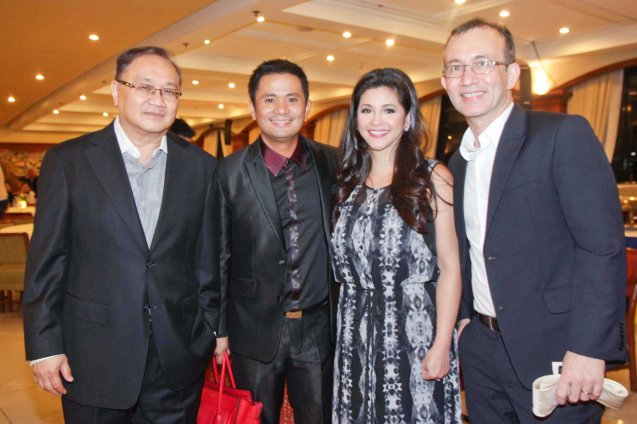 from left: PLDT and SMART Chairman Manny V Pangilinan, Ogie Alcasid, Regine Velasquez and TV5 Pres. Noel Lorenzana. Catch the PHILPOP 2013 finalists on their mall tour in EASTWOOD Central Plaza (Aug 9), LUCKY CHINATOWN Atrium (Aug 17) and VENICE PIAZZA at McKinley Hill (Aug 18). Photo by Jude Bautista