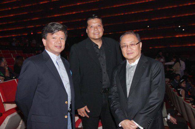 from left: First Pacific Leadership Academy Executive Dir. Roy Agustin K. Evalle, Dudut Jaworski, PLDT and SMART Chairman Manny V Pangilinan. Catch the PHILPOP 2013 finalists on their mall tour in EASTWOOD Central Plaza (Aug 9), LUCKY CHINATOWN Atrium (Aug 17) and VENICE PIAZZA at McKinley Hill (Aug 18). Photo by Jude Bautista