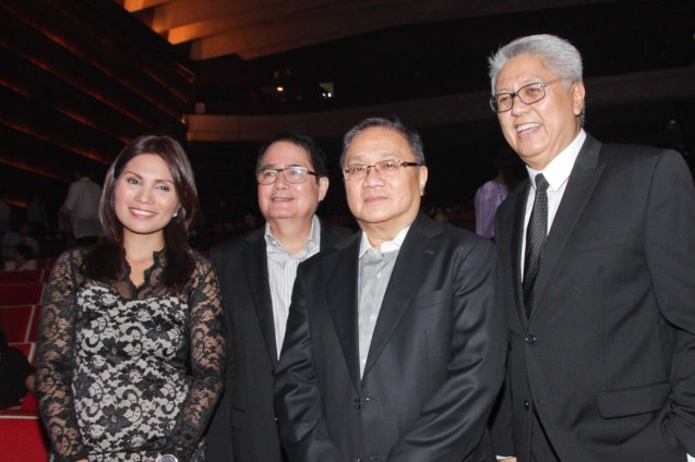 from right: Phil Pop Exec. Dir Ryan Cayabyab, PLDT and SMART Chairman Manny V Pangilinan, Phil Pop Pres. Ricky Vargas and Assoc. Exec Dir Patricia Hizon. Catch the PHILPOP 2013 finalists on their mall tour in EASTWOOD Central Plaza (Aug 9), LUCKY CHINATOWN Atrium (Aug 17) and VENICE PIAZZA at McKinley Hill (Aug 18). Photo by Jude Bautista