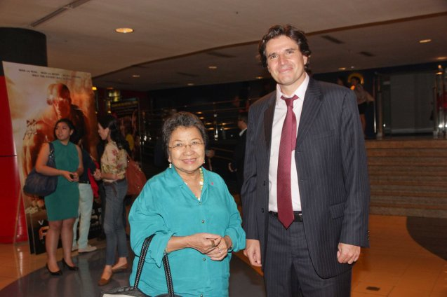 Commission on Human Rights (CHR) Chairperson Etta Rosales and EU Political Counselor Julian Vassalo attended Cine Europa 16 opening film A ROYAL AFFAIR. Catch European films for free during Cine Europa at Shang Cineplex, Shangri-La Plaza mall from Sept 5-14, 2013. Photo by Jude Bautista