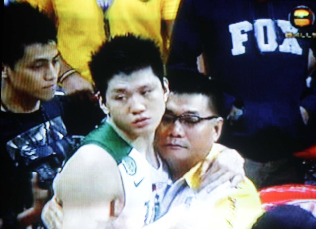 Jeron Teng congratulates the UST coaching staff and management.