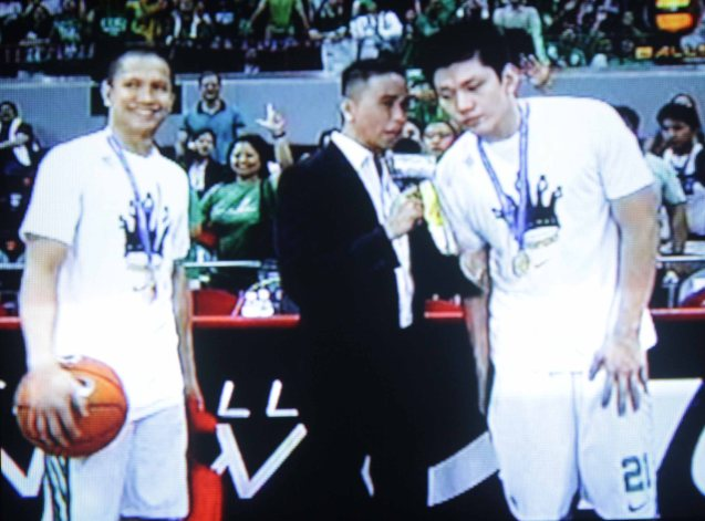 Boom Gonzales (center) interviews DLSU heroes Jeron Teng (right) and Almond Vosotros (left)