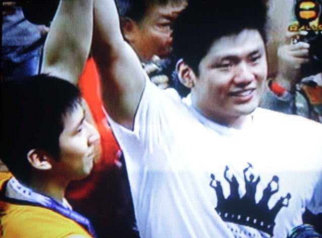 Jeron raises his brother Jeric Teng's hand in victory.