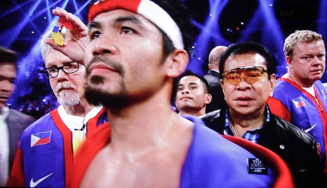 Manny is flanked from left: by Trainer Freddie Roach and Gov Chavit Singson