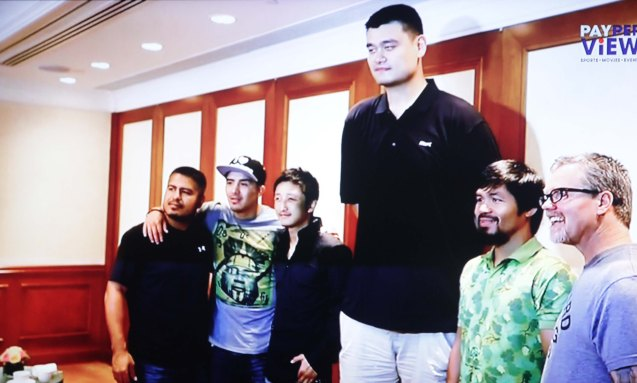 Yao Ming poses with both camps.