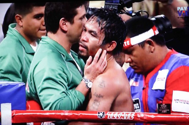 Alex Ariza gives Manny Pacquiao a congratulatory hug, watch out for his high kick!