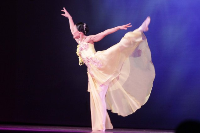 Lisa Macuja interprets NAIS KO in dance. THE LEGENDS AND THE CLASSICS ENCORE was held at the CCP last Oct 12, 2013. Catch Lisa's other performances: La Bayadere—Nov. 17, 730pm, The Nutcracker gala is on Nov. 29, 730 pm, Dec. 1 and 7, 3pm And Heart 2 Heart: Ballet & Ballads, Feb 21, 2014 730pm all at the Aliw Theater. Photo by Jude Bautista