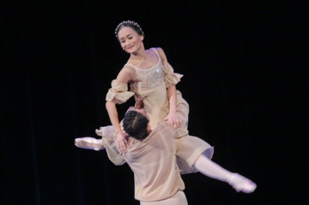 Lisa Macuja Elizalde and Rudy de Dios perform PROKOFIEV: Romeo & Juliet. THE LEGENDS AND THE CLASSICS ENCORE was held at the CCP last Oct 12, 2013. Catch Lisa's other performances: La Bayadere—Nov. 17, 730pm, The Nutcracker gala is on Nov. 29, 730 pm, Dec. 1 and 7, 3pm And Heart 2 Heart: Ballet & Ballads, Feb 21, 2014 730pm all at the Aliw Theater. Photo by Jude Bautista