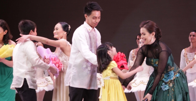 Lisa's son Manuel and Lea's daughter Nicole congratulate their legendary moms. THE LEGENDS AND THE CLASSICS ENCORE was held at the CCP last October 12, 2013. Photo by Jude Bautista