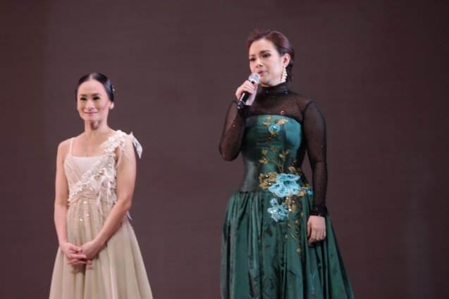 Lea Salonga talks about Lisa Macuja's retirement during THE LEGENDS AND THE CLASSICS ENCORE held at the CCP last Oct 12, 2013. Catch Lisa's other performances: The Nutcracker gala is on Nov. 29, 730pm, Dec. 1 and 7, 3pm and Heart 2 Heart: Ballet & Ballads, Feb 21, 2014 FRI 730pm at the Aliw Theater. Photo by Jude Bautista