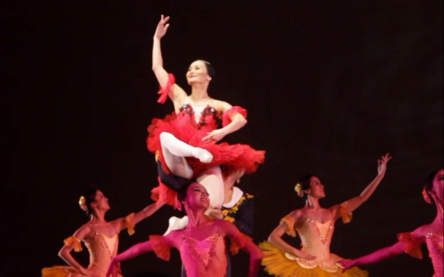 Lisa Macuja is raised aloft in PAQUITA GRANDE DISVERTISSEMENT. THE LEGENDS AND THE CLASSICS ENCORE was held at the CCP last Oct 12, 2013. Catch Lisa's other performances: La Bayadere—Nov. 17, 730pm, The Nutcracker gala is on Nov. 29, 730 pm, Dec. 1 and 7, 3pm And Heart 2 Heart: Ballet & Ballads, Feb 21, 2014 730pm all at the Aliw Theater. Photo by Jude Bautista