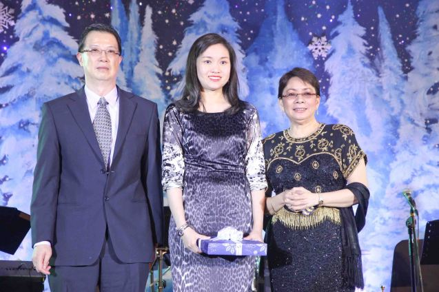 From right: Shangri La Plaza EVP & Gen Mgr Lala Fojas, MICO Owner/Pres. Mia Urquico-Malixi and Shang Properties Exec. Dir. Wilfred Woo. MICO received a 20th year recognition from SHANGRI LA PLAZA at the Retailer's Ball, EDSA Shangri-La Hotel Ballroom last December 12, 2013. Photo by Jude Bautista