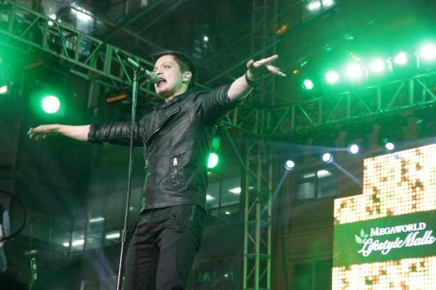 Bamboo heats up the Eastwood City New Year Countdown to 2014, December 31 at the Eastwood Mall Open Park. Photo by Jude Bautista