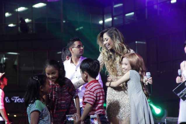 Kids hug Ate Jessica when she asked to let her young pals on stage. Photo taken at the Eastwood City New Year Countdown to 2014, December 31 at the Eastwood Mall Open Park. Photo by Jude Bautista