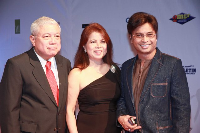 from left: GMA's Rod Cornejo with wife Angie and Arnel Ignacio at the 58th FAMAS held in the GSIS Teatro. Dec. 13, 2010. Photo by Jude Bautista