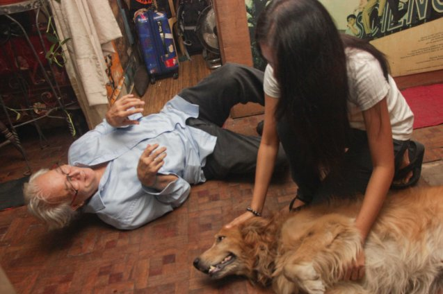 Don Gordon Bell also begs Chanel Latorre for tummy rub (without success). Photo taken at Solito residence, Sampaloc,  Manila last March 4, 2014 by Jude Bautista.