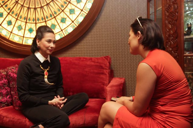 Cherie Gil is interviewed by G Tongi in Salon De Ning, The Peninsula Manila. Cherie plays style doyenne Diana Vreeland in FULL GALLOP by MY OWN MANN Prod. running from March 14-23, 2014 at the Carlos P Romulo Auditorium, RCBC Plaza. Photo by Jude Bautista