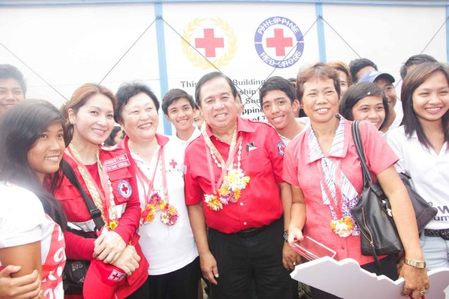 2nd from left: Red Cross (Phil) Sec Gen. Gwendolyn Pang,, Red Cross (China) EVP & Intl Red Cross VP Dr. Baige Zhao, Red Cross (Phil) Chairman and CEO Richard Gordon with teacher and students who received classrooms. Photo taken last February 10, 2014 in Tacloban, Leyte by Jude Bautista.