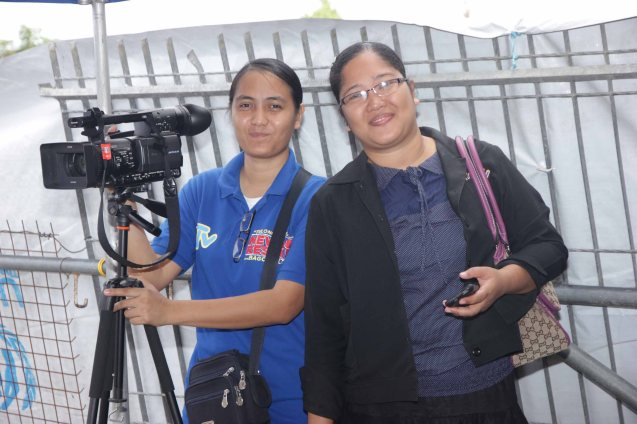 from left: UNTV camerawoman Archyl Egano and reporter Jenelyn Gaquit. Photo taken last February 10, 2014 in Tacloban, Leyte by Jude Bautista.