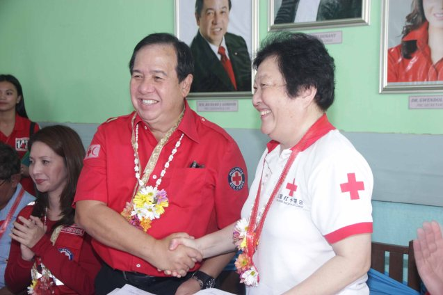 Red Cross (Phil) Chairman and CEO Richard Gordon and Red Cross (China) EVP & Intl Red Cross VP Dr. Baige Zhao shake hands after the ceremony. Photo taken last February 10, 2014 in Tacloban, Leyte by Jude Bautista.